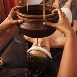 warm-oil-poured-onto-3rd-eye-therapy-5-day-ayurvedic-massage-therapy-tri-dosha